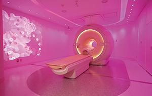 Ambient Experience × 総合健診センター ヘルチェック照明,映像,音響を駆使したAmbient Experienceによる検査空間で3T MRIによる脳ドック検査を提供─快適でリラックスした検査環境の提供で受診者のアメニティ向上を図る